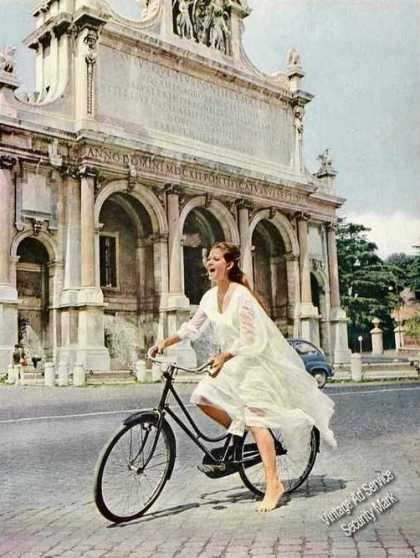 Claudia Cardinale On Rome's Janiculum Print Photo (1963)