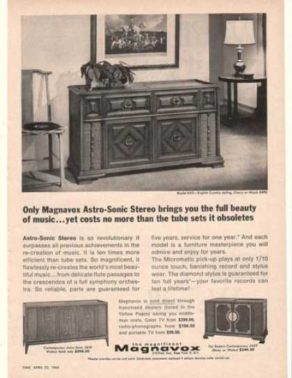 Magnavox Astro-Sonic 655 English Country Stereo (1965)