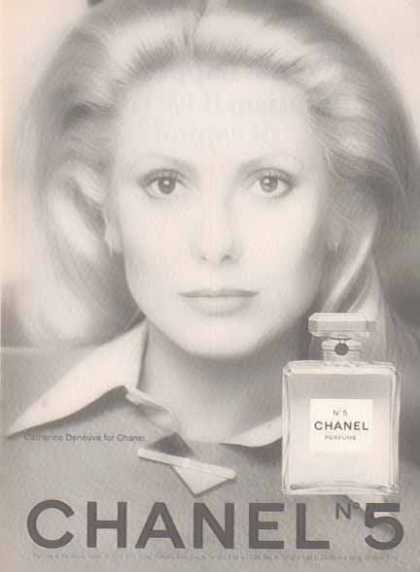 CHANEL No 5 Perfume &#8211; Catherine Deneuve &#8211; Black and White (1975)