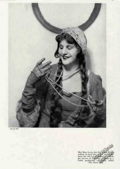 Mary Lewis Photo of Metropolitan Opera Feature (1930)