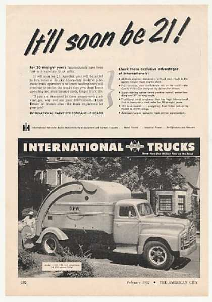 International Model L-160 Garbage Truck Photo (1952)