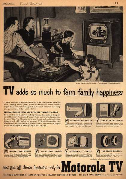 Motorola – TV adds so much to farm family happiness (1951)