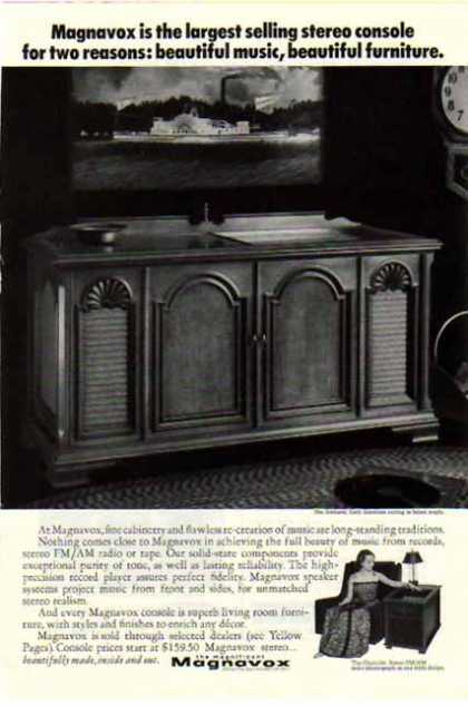 Magnavox TV &#8211; Early America styling in Salem Maple (1968)